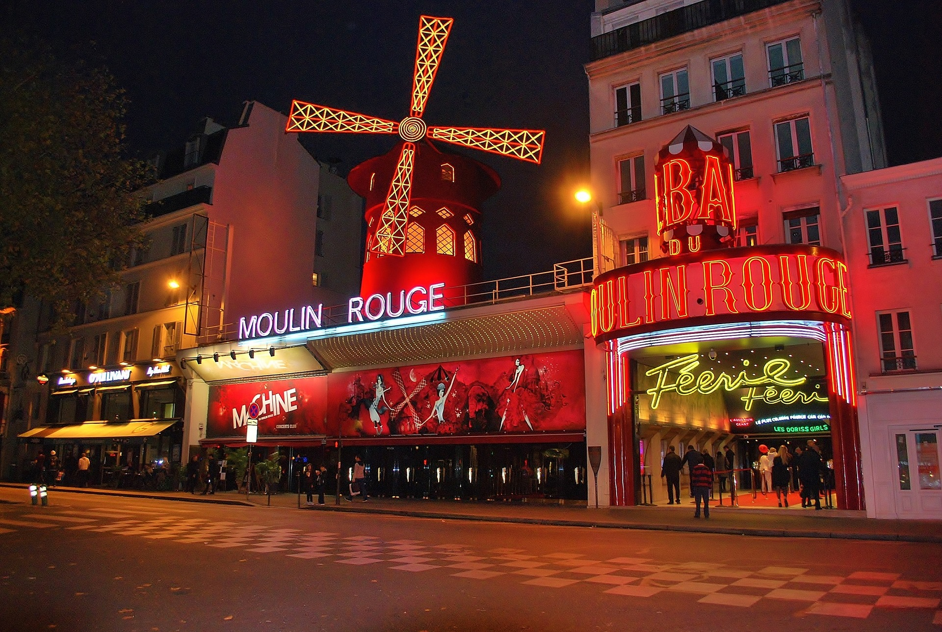 232/Libres de droit/moulin-rouge-1050325_1920.jpg